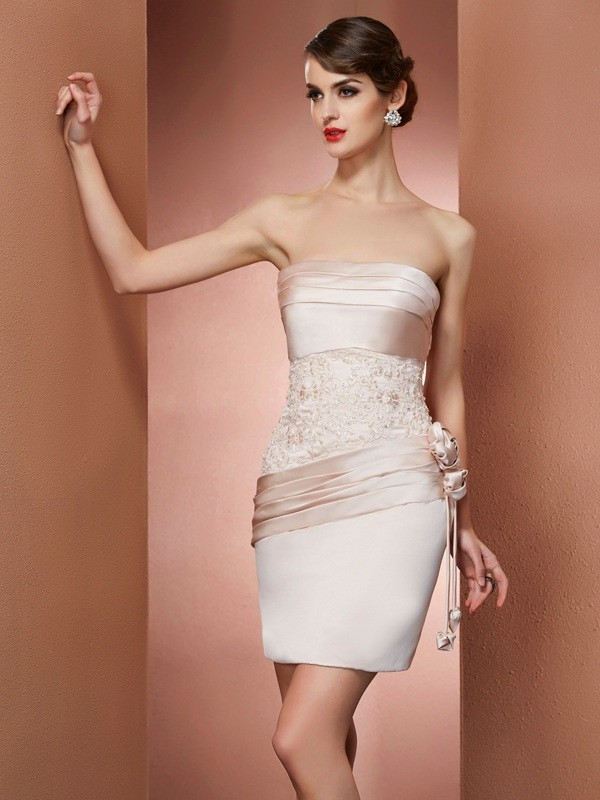 Sheath/Column Strapless Sleeveless Satin Short Cocktail/Homecoming Dresses with Hand-Made Flower