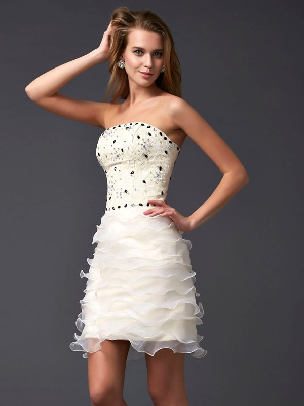 Sheath/Column Sleeveless Strapless Tulle Short Cocktail/Homecoming Dresses with Beading