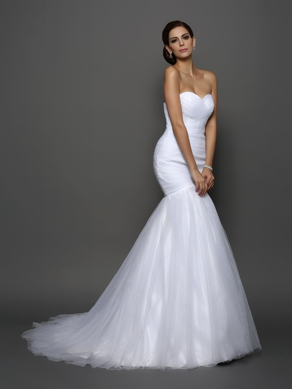 Trumpet/Mermaid Sleeveless Sweetheart Net Court Train Wedding Dresses with Pleats