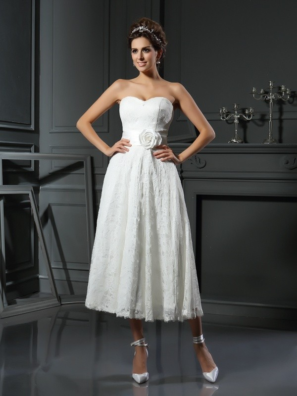 A-Line/Princess Sweetheart Sleeveless Lace Tea-Length Wedding Dresses with Hand-Made Flower