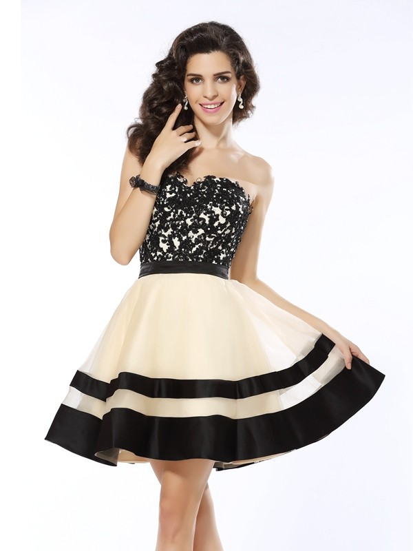 A-Line/Princess Sweetheart Sleeveless Organza Short Cocktail/Homecoming Dresses with Applique