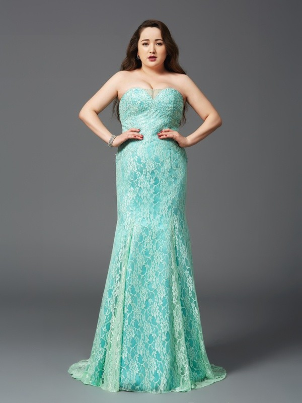 Sheath/Column Strapless Sleeveless Court Train Satin Plus Size Prom Dress with Lace