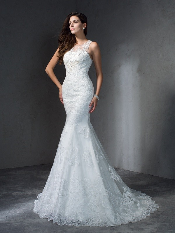 Trumpet/Mermaid Scoop Sleeveless Court Train Wedding Dress with Lace Applique