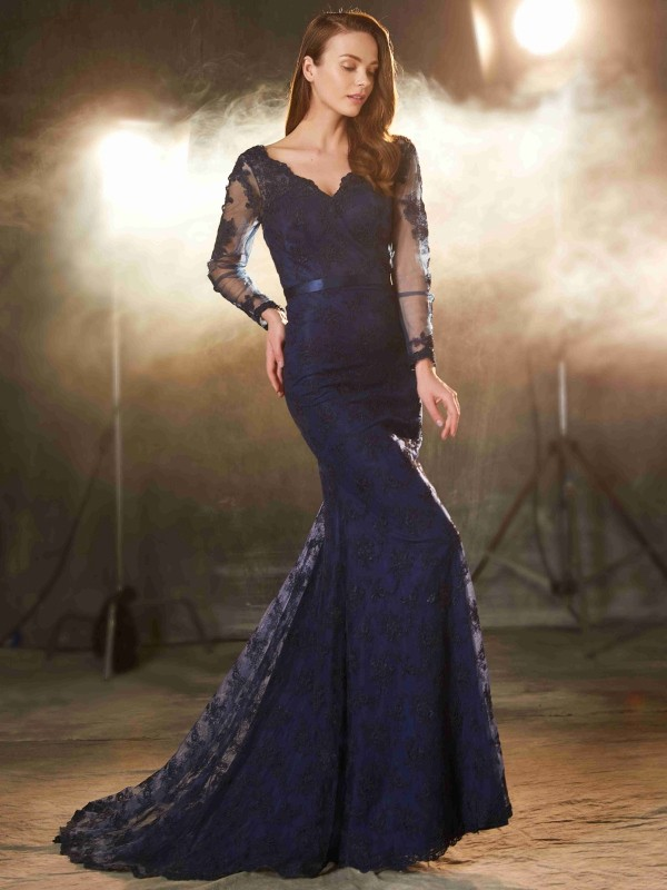 Trumpet/Mermaid V-neck Long Sleeves Sweep/Brush Train Lace Dress with Applique