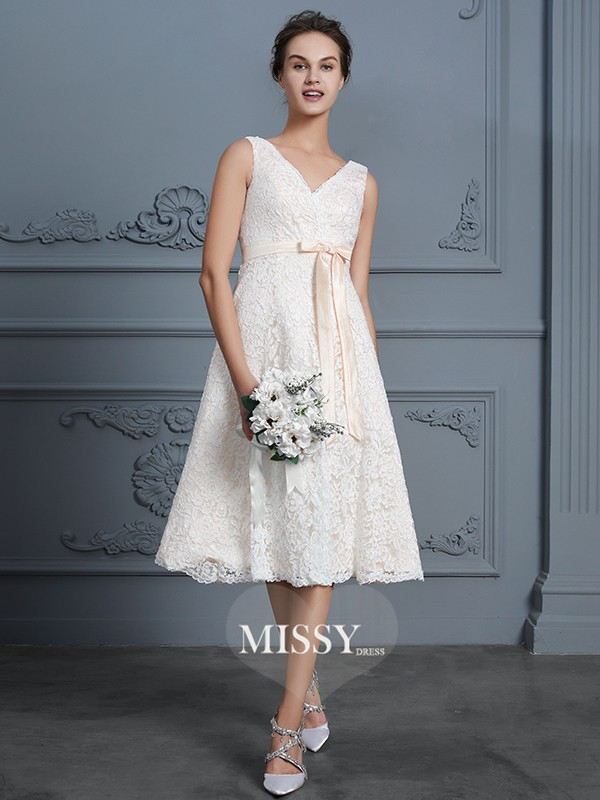 A-Line/Princess V-neck Knee-Length Lace Bowknot Wedding Dresses