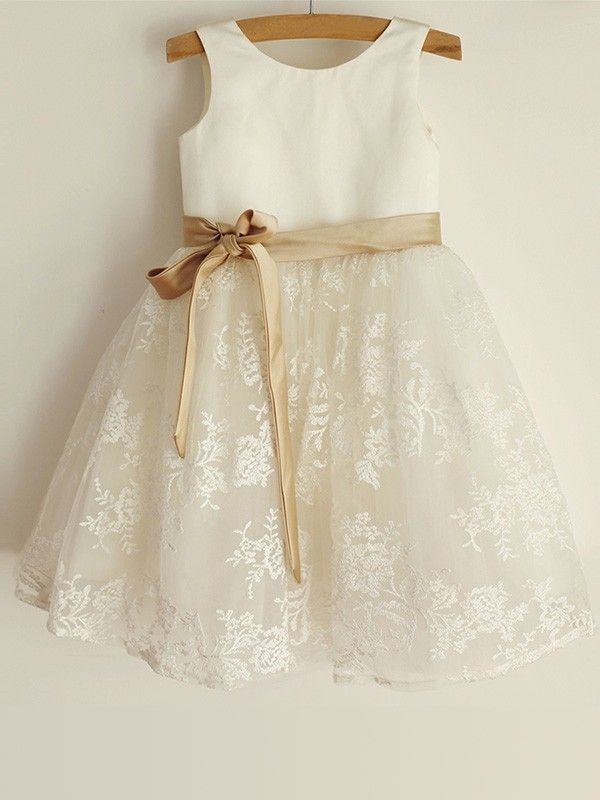 A-Line/Princess Scoop Sleeveless Satin Knee-Length Flower Girl Dresses with Lace