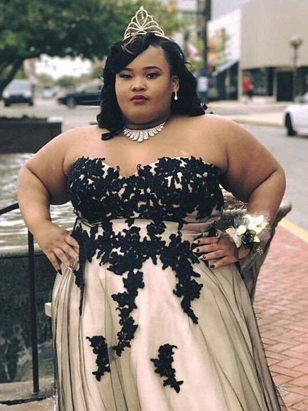 A-Line/Princess Sweetheart Floor-Length Tulle Plus Size Dresses with Applique