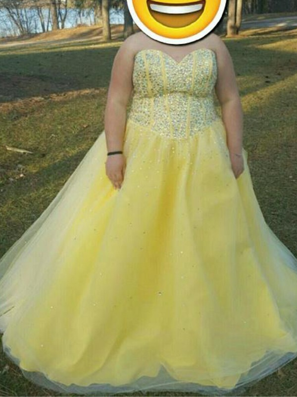 A-Line/Princess Sweetheart Floor-Length Tulle Plus Size Dresses with Beading