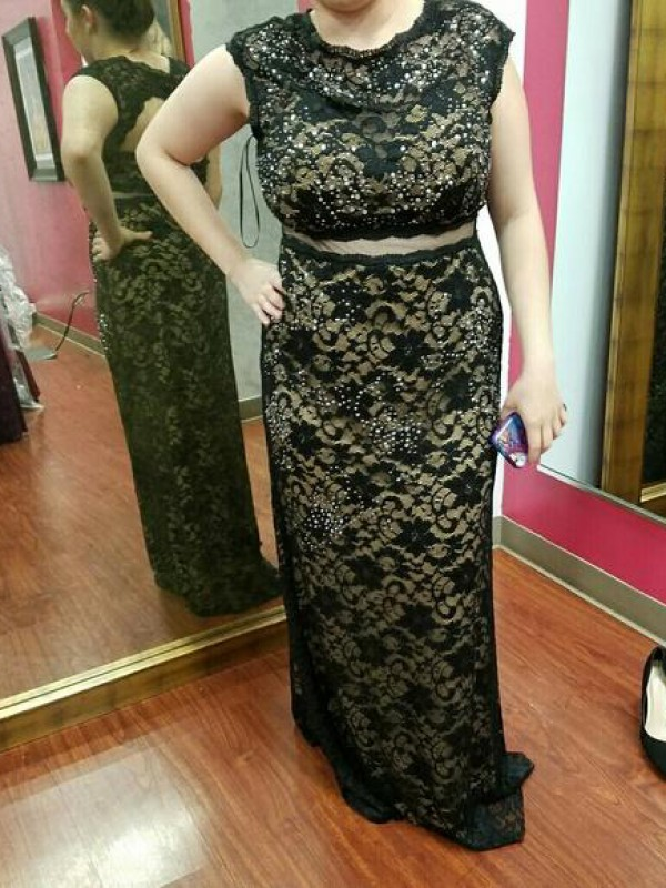 Sheath/Column Scoop Floor-Length Lace Plus Size Dresses with Beading