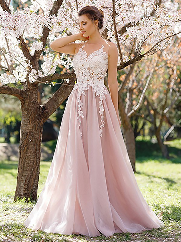A-Line/Princess Jewel Floor-Length Tulle Dresses with Applique