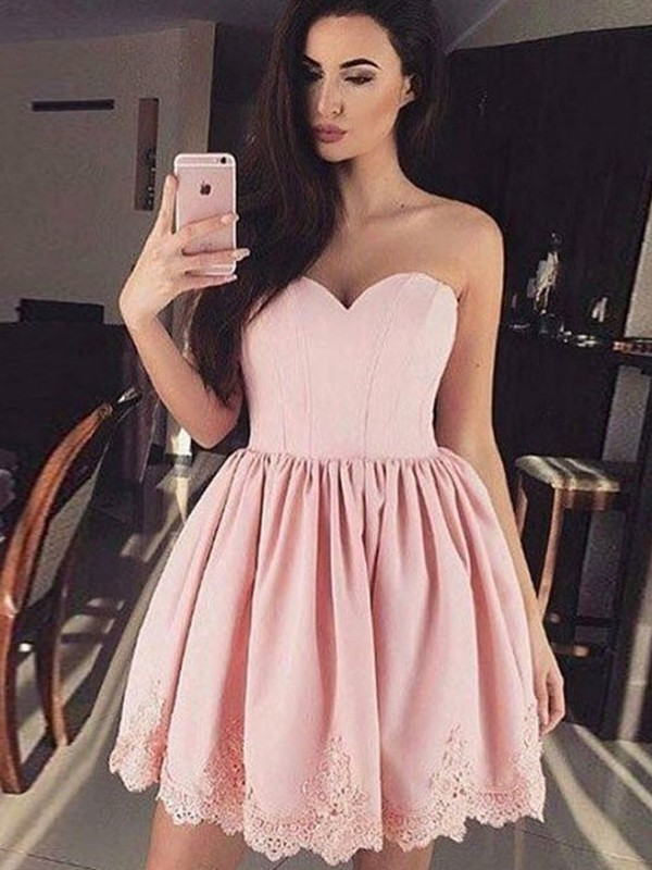 A-Line/Princess Sweetheart Satin Short/Mini Dresses with Lace
