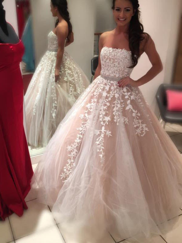 Ball Gown Strapless Floor-Length Tulle Wedding Dresses with Applique