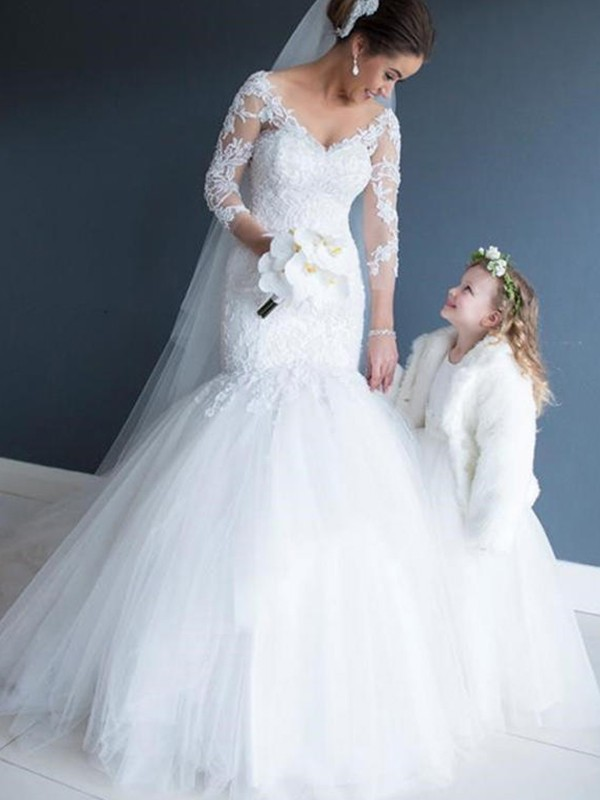 Trumpet/Mermaid V-neck Tulle Court Train Wedding Dresses with Lace