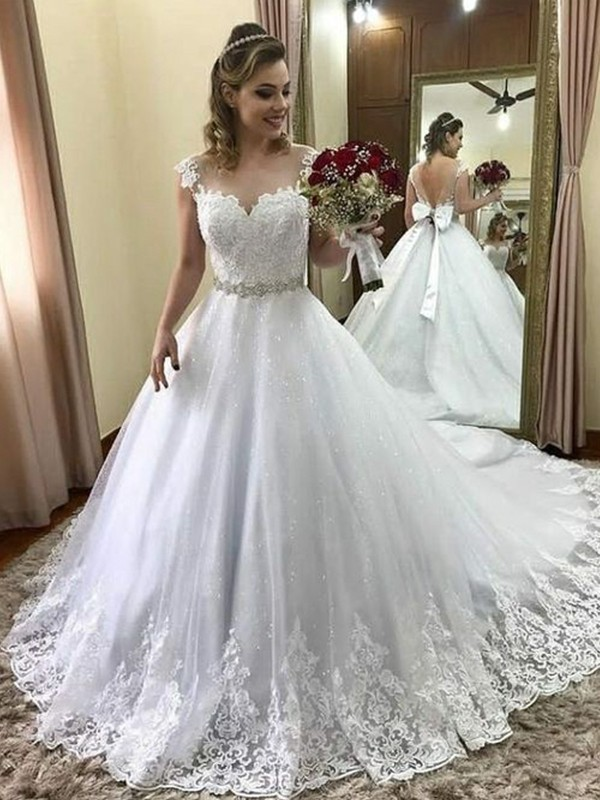 Ball Gown Sweetheart Sleeveless Court Train Tulle Wedding Dresses with Beading