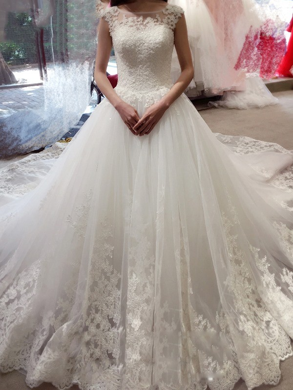 Ball Gown Sleeveless Bateau Court Train Tulle Wedding Dress with Applique