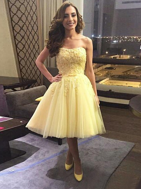 A-Line/Princess Sleeveless Sweetheart Tulle Short/Mini Dresses with Applique