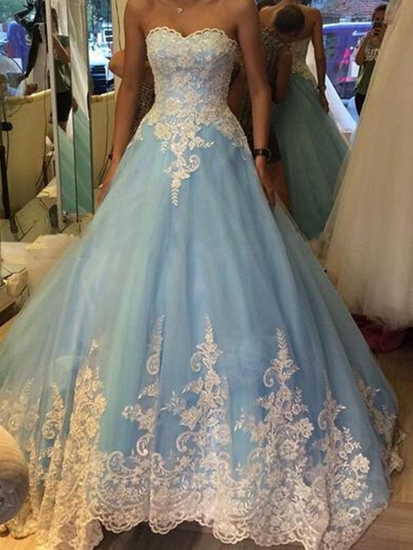 Ball Gown Sweetheart Sleeveless Tulle Sweep/Brush Train Dresses with Applique