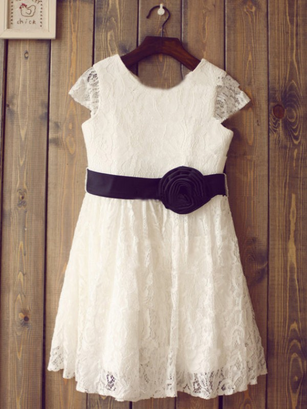 A-line/Princess Scoop Short Sleeves Tea-length Lace Flower Girl Dress with Hand-made Flower