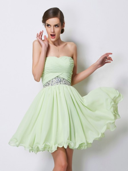A-Line Sweetheart Sleeveless Chiffon Short Cocktail/Homecoming Dresses with Beading
