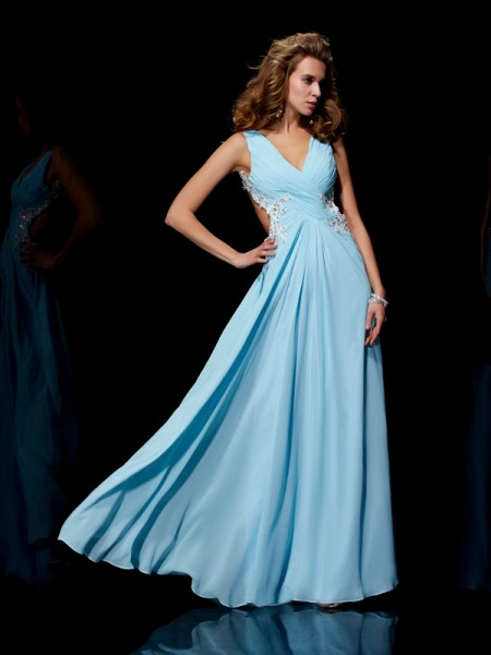 A-Line/Princess Straps Sleeveless Floor-Length Chiffon Dresses with Applique with Beading