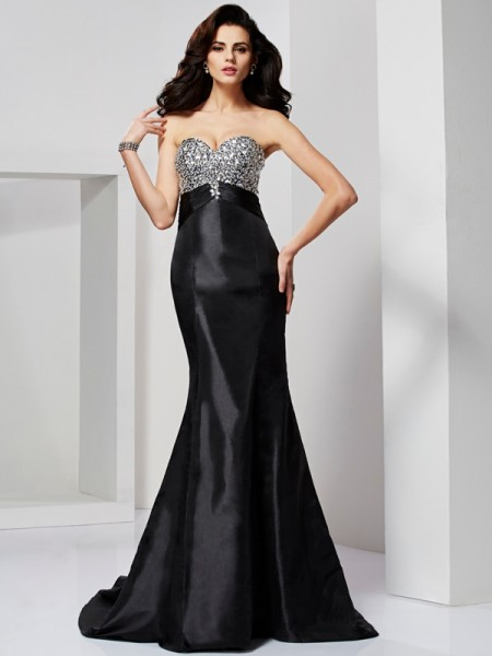 Trumpet/Mermaid Sleeveless Sweetheart Sweep/Brush Train Taffeta Dresses with Beading