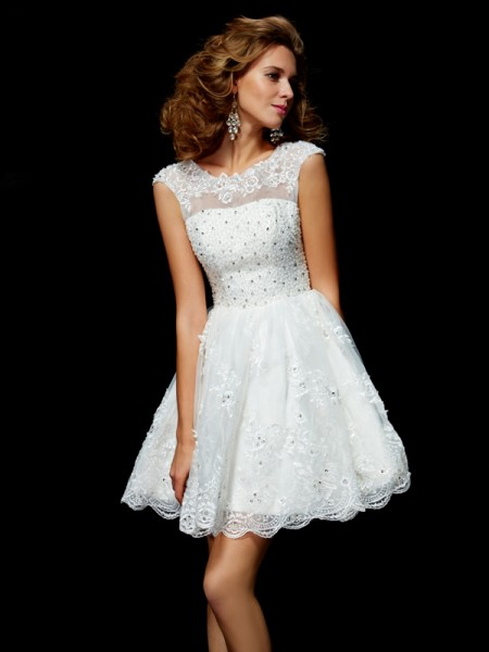 A-Line Short Sleeves Organza V-neck Short Cocktail/Homecoming Dresses with Applique