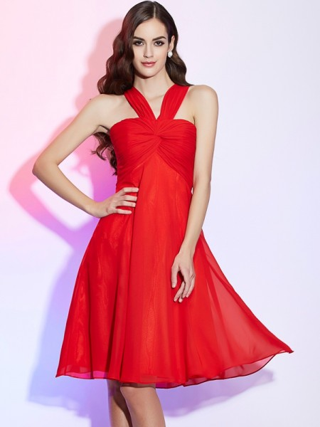 A-Line/Princess Halter Sleeveless Chiffon Knee-Length Bridesmaid Dresses with Pleats