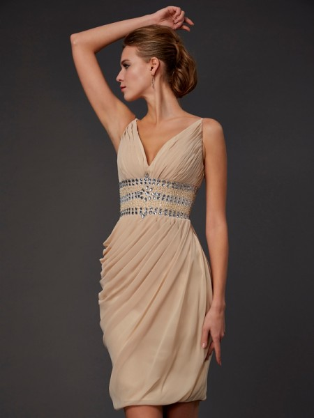 Column Sleeveless V-neck Chiffon Short Cocktail/Homecoming Dresses with Beading