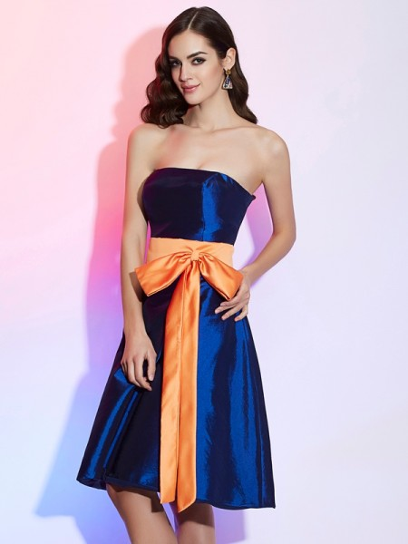 A-Line/Princess Strapless Sleeveless Knee-Length Taffeta Bridesmaid Dresses