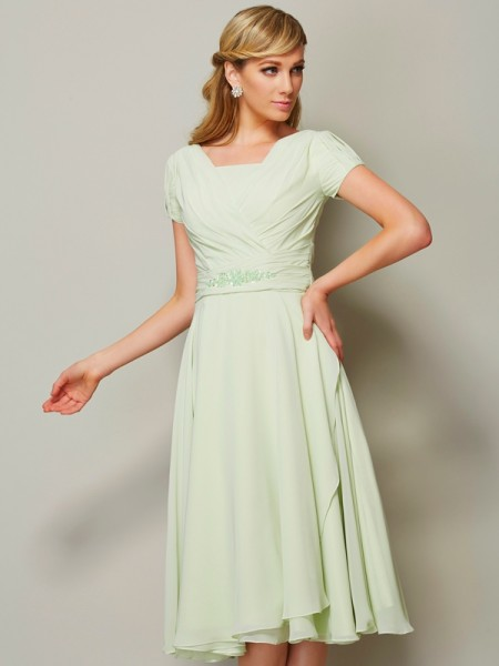 A-Line/Princess Bateau Short Sleeves Chiffon Knee-Length Bridesmaid Dresses with Ruffles