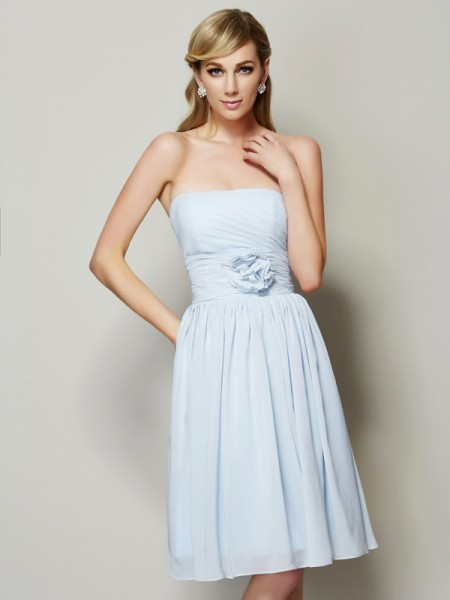 A-Line/Princess Strapless Sleeveless Knee-Length Chiffon Bridesmaid Dresses with Hand-Made Flower