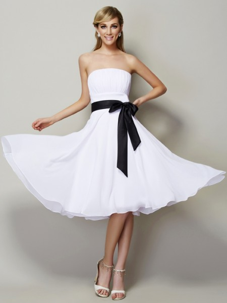 A-Line/Princess Strapless Sleeveless Chiffon Knee-Length Bridesmaid Dresses
