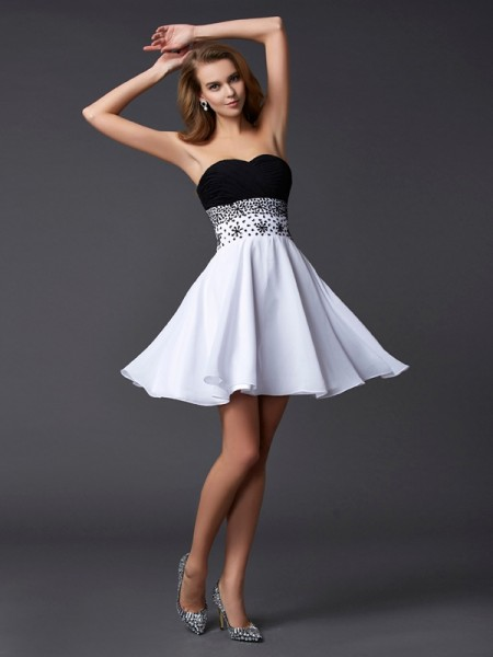 A-Line/Princess Sweetheart Sleeveless Short/Mini Chiffon Cocktail Dresses with Beading