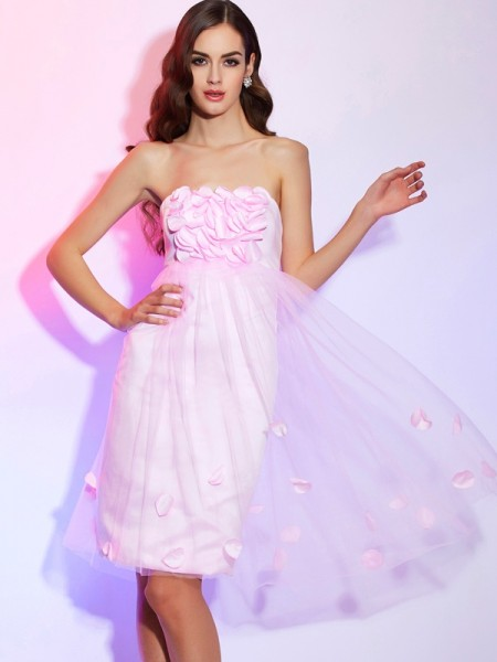 A-Line/Princess Strapless Sleeveless Satin Knee-Length Dresses with Hand-Made Flower