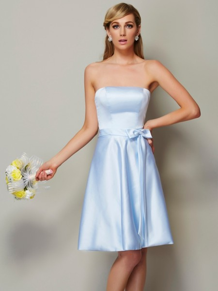 A-Line/Princess Strapless Sleeveless Bowknot Knee-Length Satin Bridesmaid Dresses