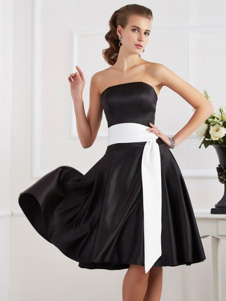 A-Line/Princess Strapless Sleeveless Knee-Length Satin Dresses with Sash/Ribbon/Belt