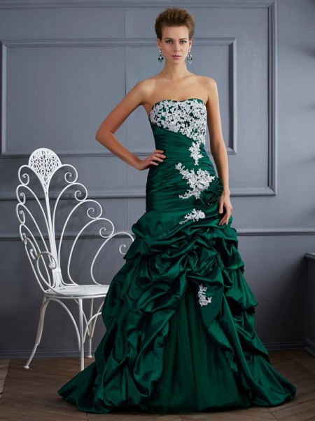Ball Gown Strapless Sleeveless Sweep/Brush Train Taffeta Dresses with Applique