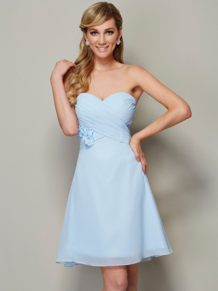 A-Line/Princess Sweetheart Sleeveless Chiffon Short Cocktail/Homecoming Dresses with Hand-Made Flower