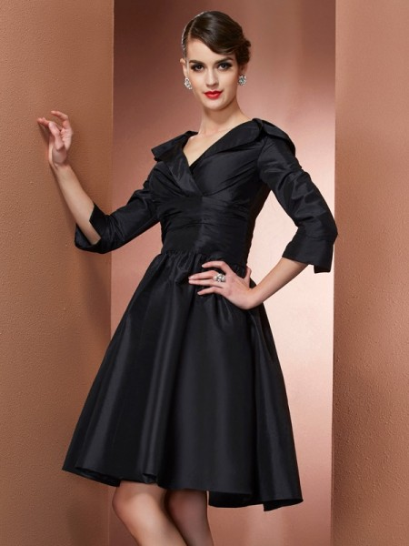 A-Line/Princess V-neck 3/4 Sleeves Short/Mini Taffeta Mother of the Bride Dresses