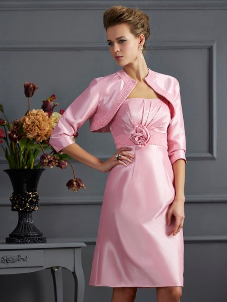 Sheath/Column Strapless Sleeveless Knee-Length Taffeta Dresses with Beading