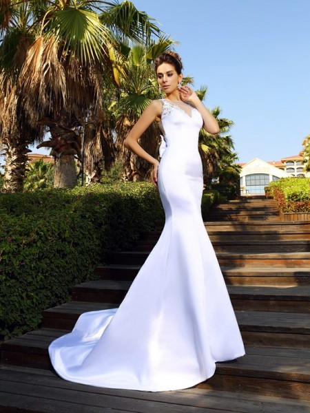 Trumpet/Mermaid Scoop Sleeveless Court Train Satin Dresses with Beading