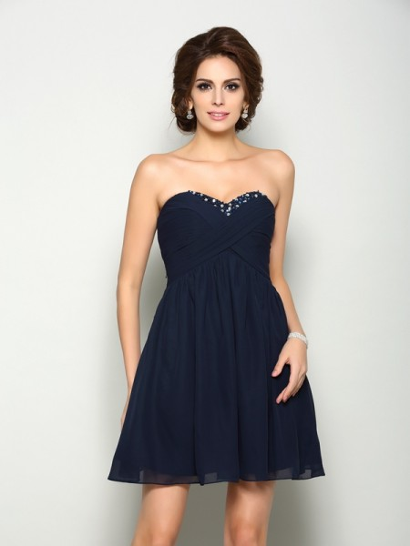 A-Line/Princess Sleeveless Sweetheart Chiffon Short Cocktail/Homecoming Dresses with Beading