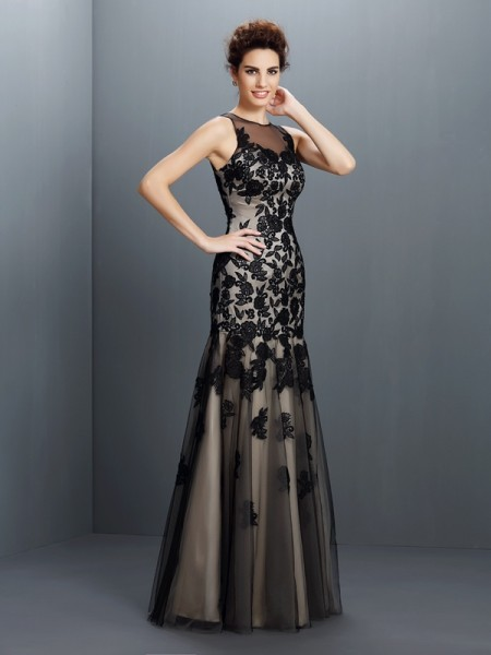 A-Line/Princess Bateau Sleeveless Floor-Length Satin Evening/Formal Dresses with Applique
