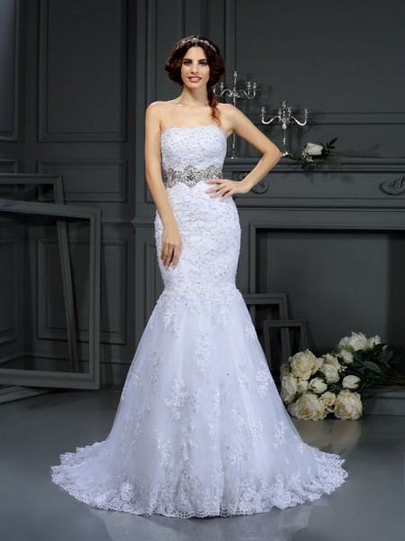 Trumpet/Mermaid Strapless Sleeveless Lace Court Train Wedding Dresses with Beading