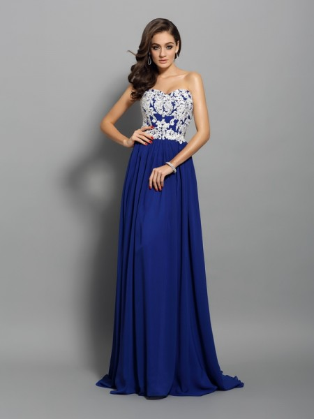 A-Line/Princess Sleeveless Chiffon Sweetheart Sweep/Brush Train Dresses with Applique