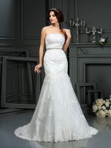 Trumpet/Mermaid Sleeveless Strapless Court Train Lace Wedding Dresses with Beading