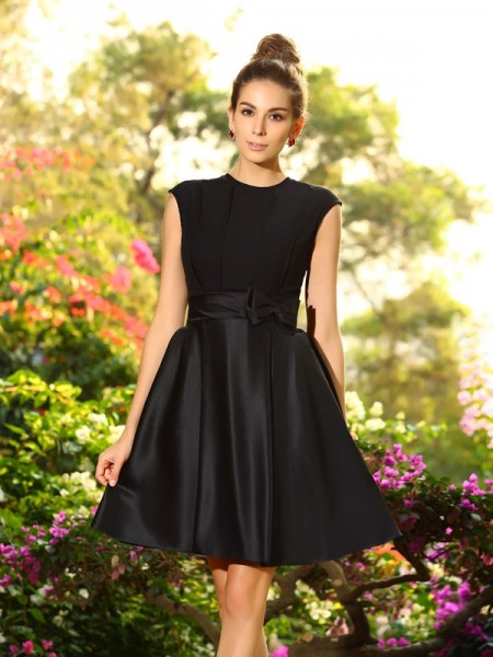 A-Line/Princess High Neck Sleeveless Knee-Length Bowknot Satin Bridesmaid Dresses
