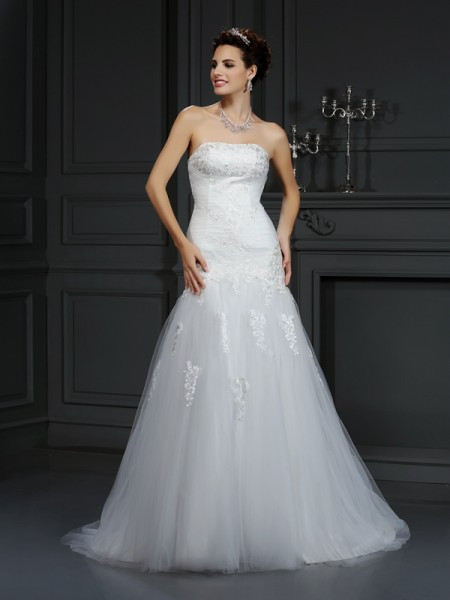 Sheath/Column Strapless Lace Sleeveless Court Train Satin Wedding Dresses