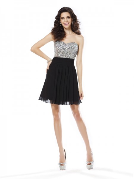 A-Line/Princess Sweetheart Chiffon Sleeveless Short Dresses with Beading