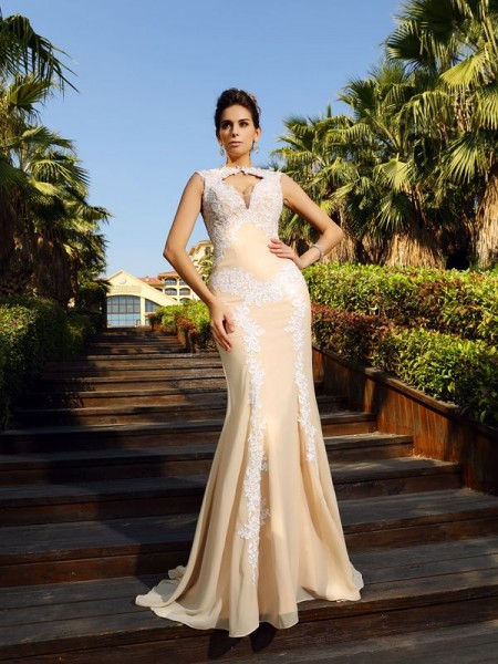 Sheath/Column High Neck Sleeveless Sweep/Brush Train Chiffon Dresses with Applique